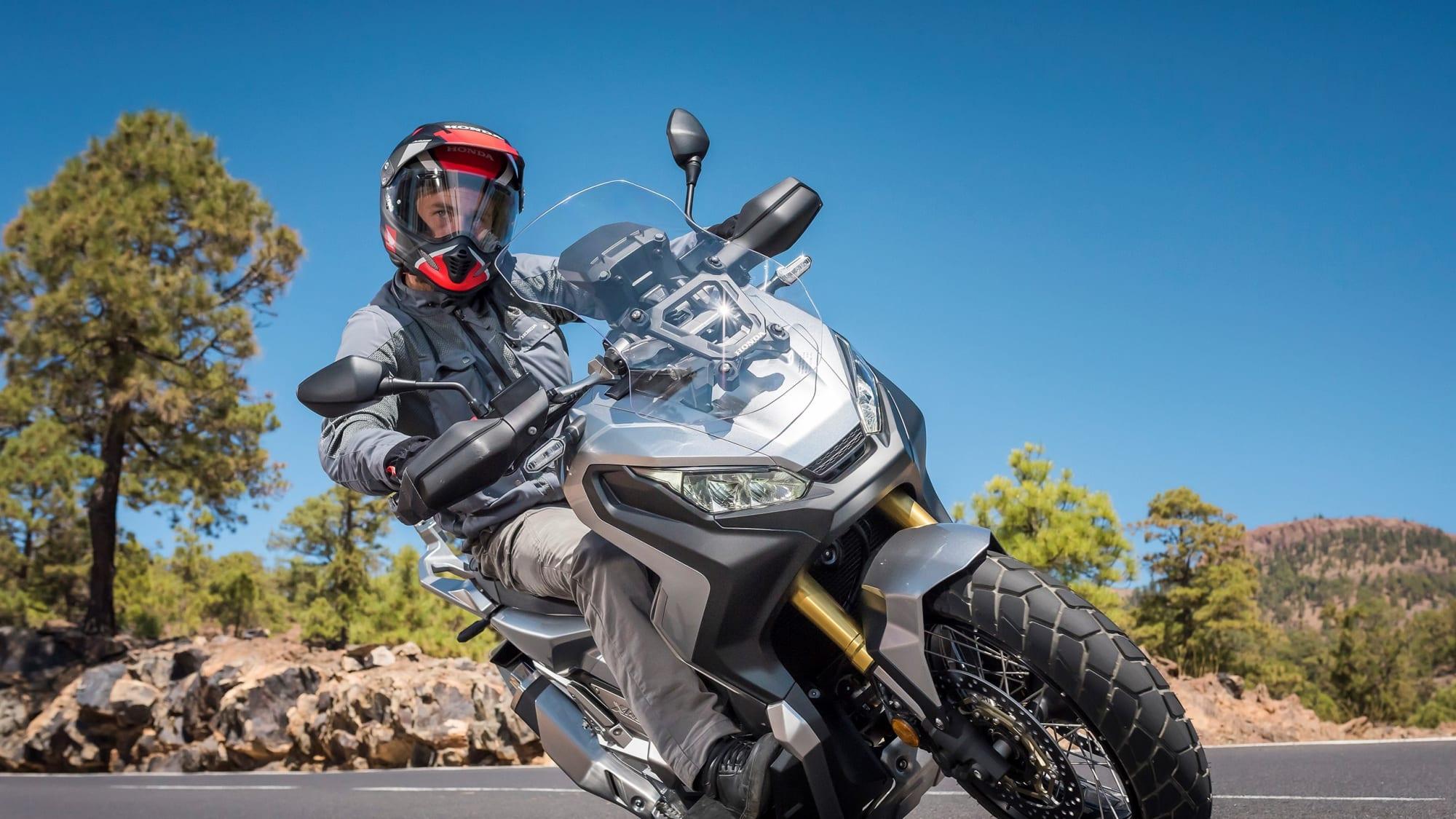 Honda X-ADV Modell 2018 in Fahrt
