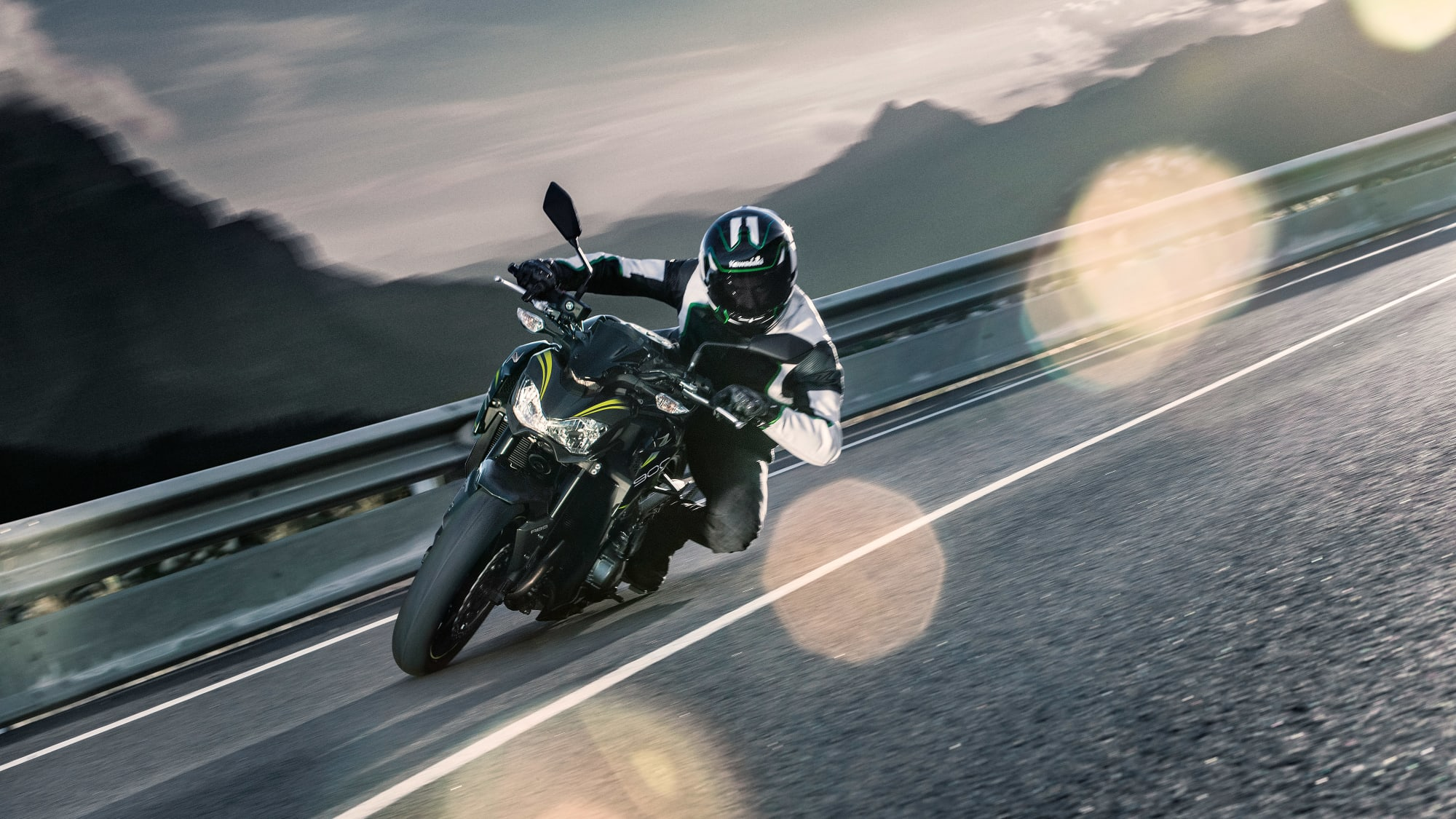 die Kawasaki Z 900 legt sich in die Kurve
