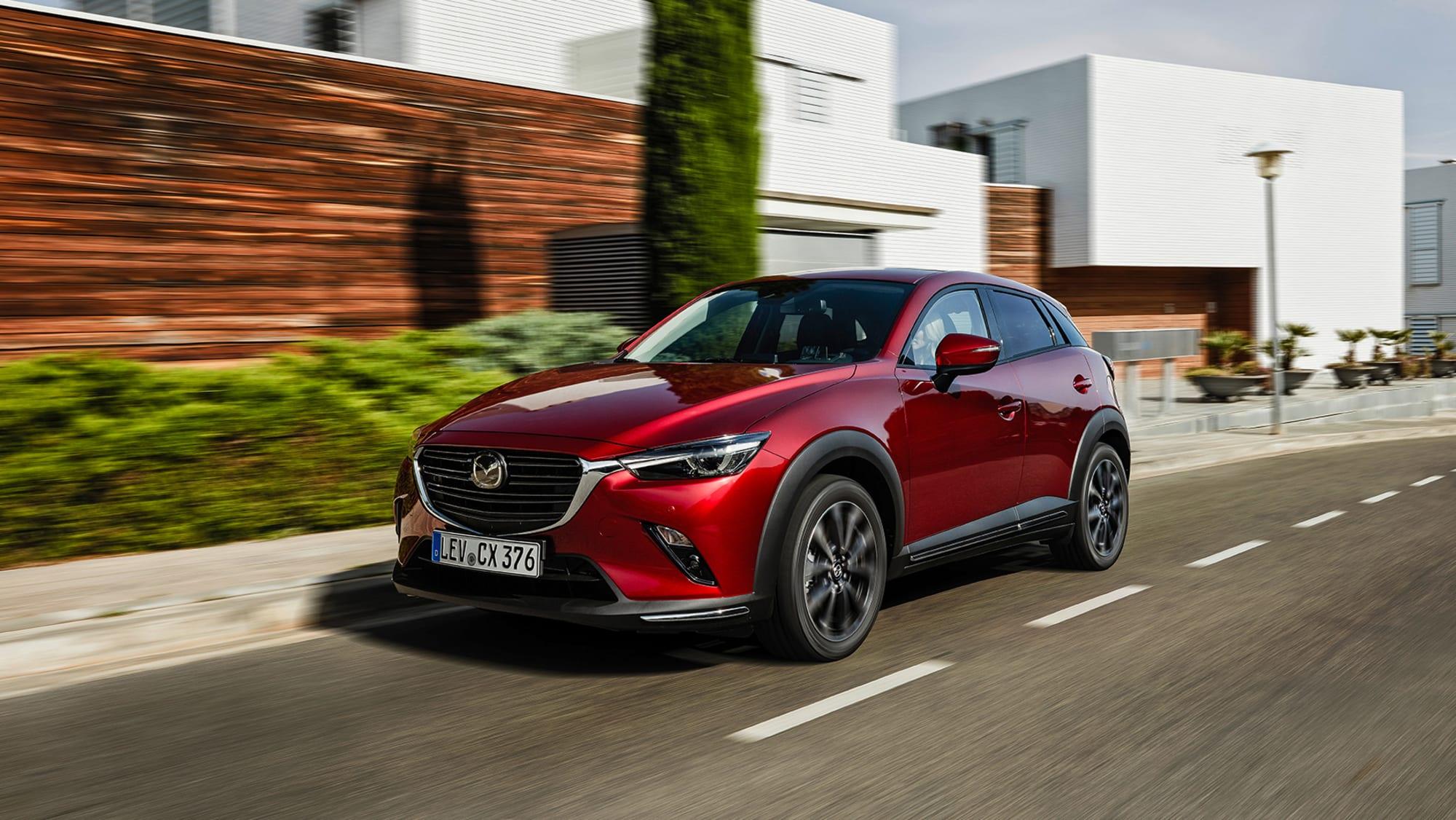 roer Mazda CX-3 2019 faehrt auf Strasse