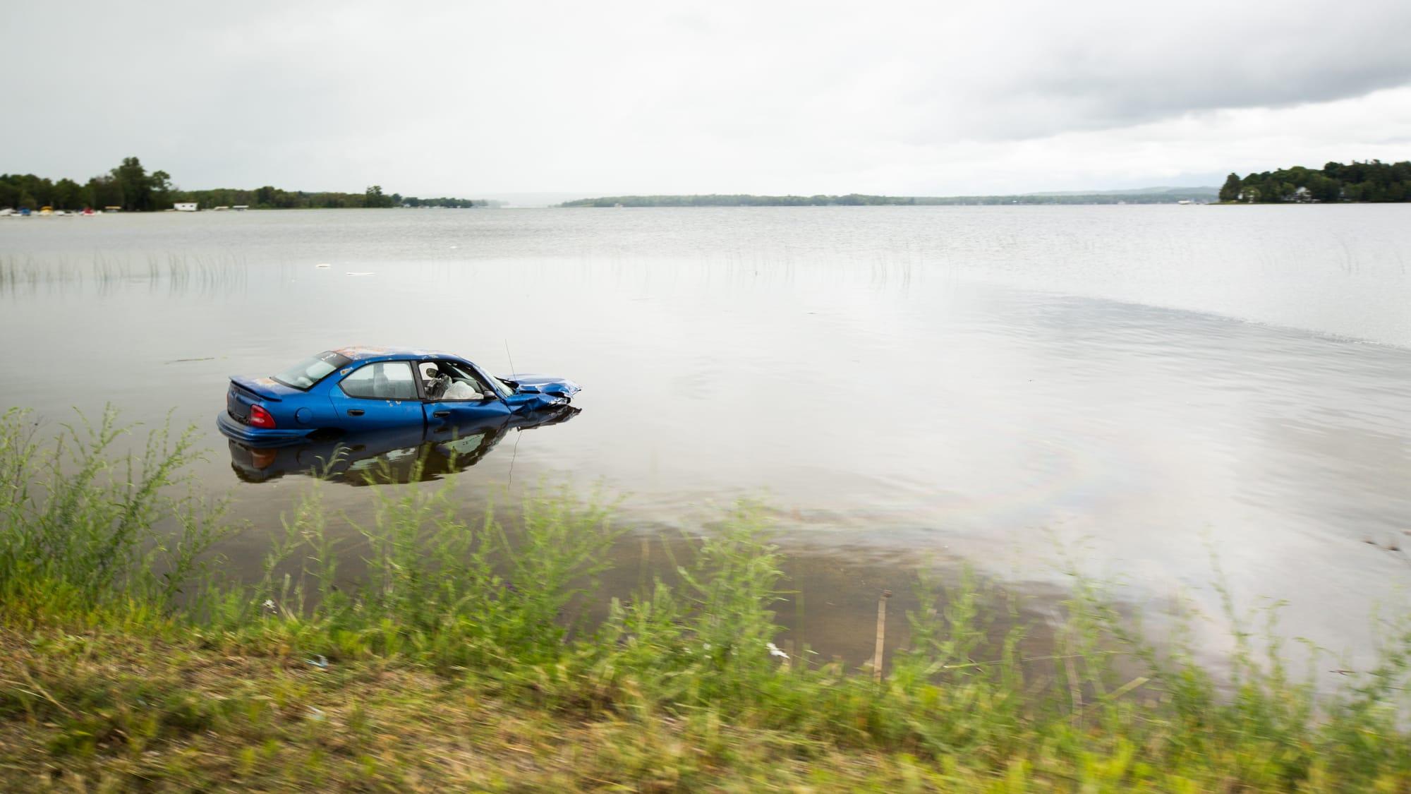 Auto in einem See