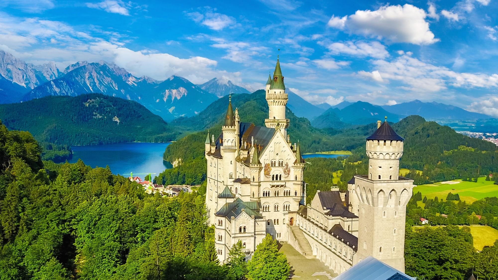 Schloss Neuschwanstein in Bayern im Sommer