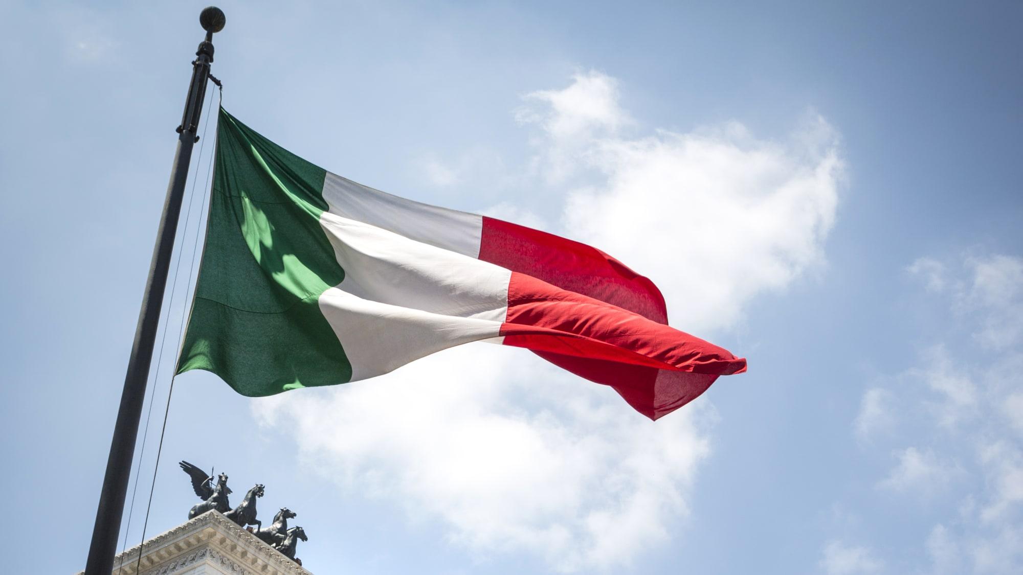 Italienische Flagge weht im Wind