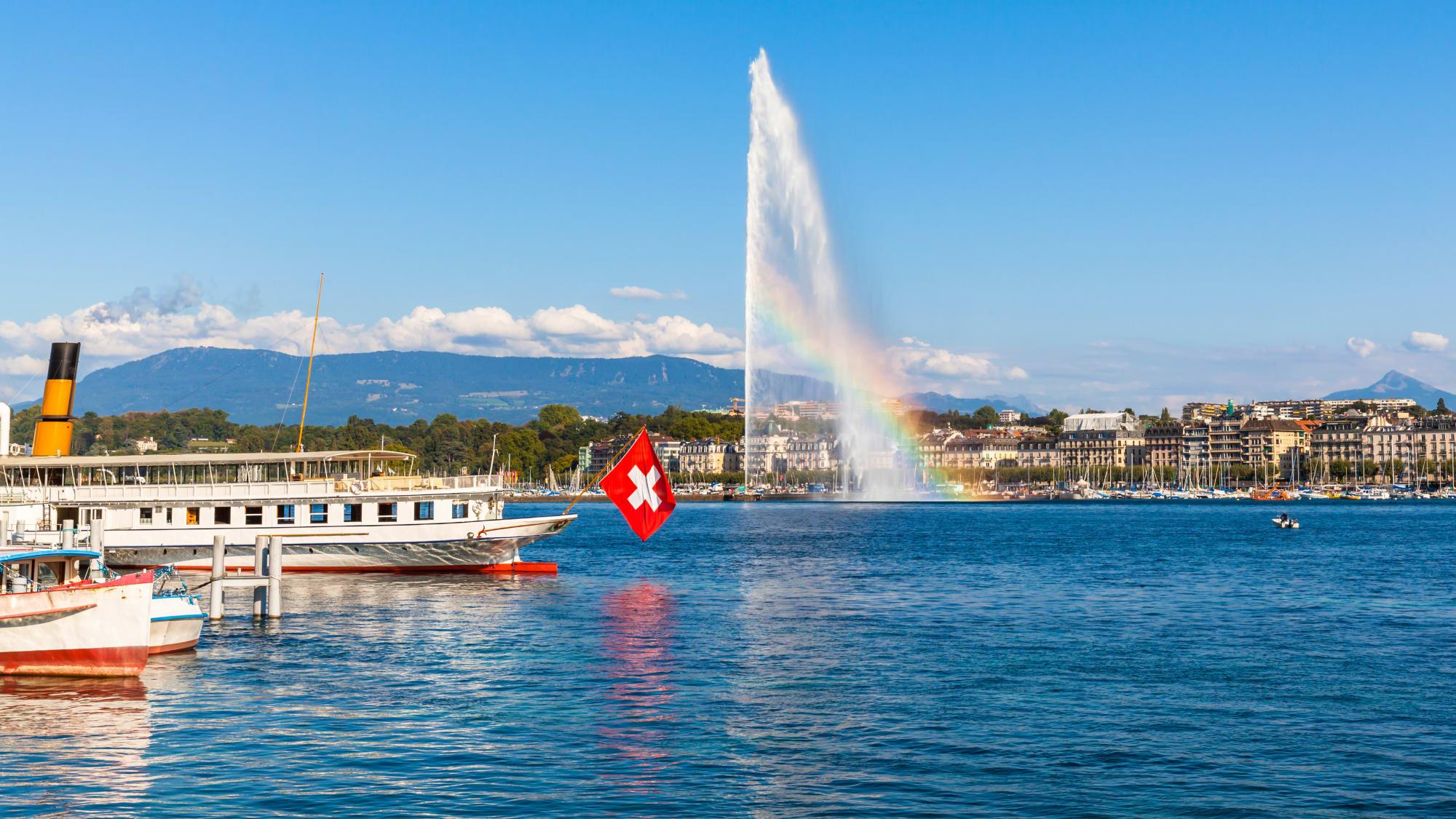 Stadtansicht Genf vom Wasser aus