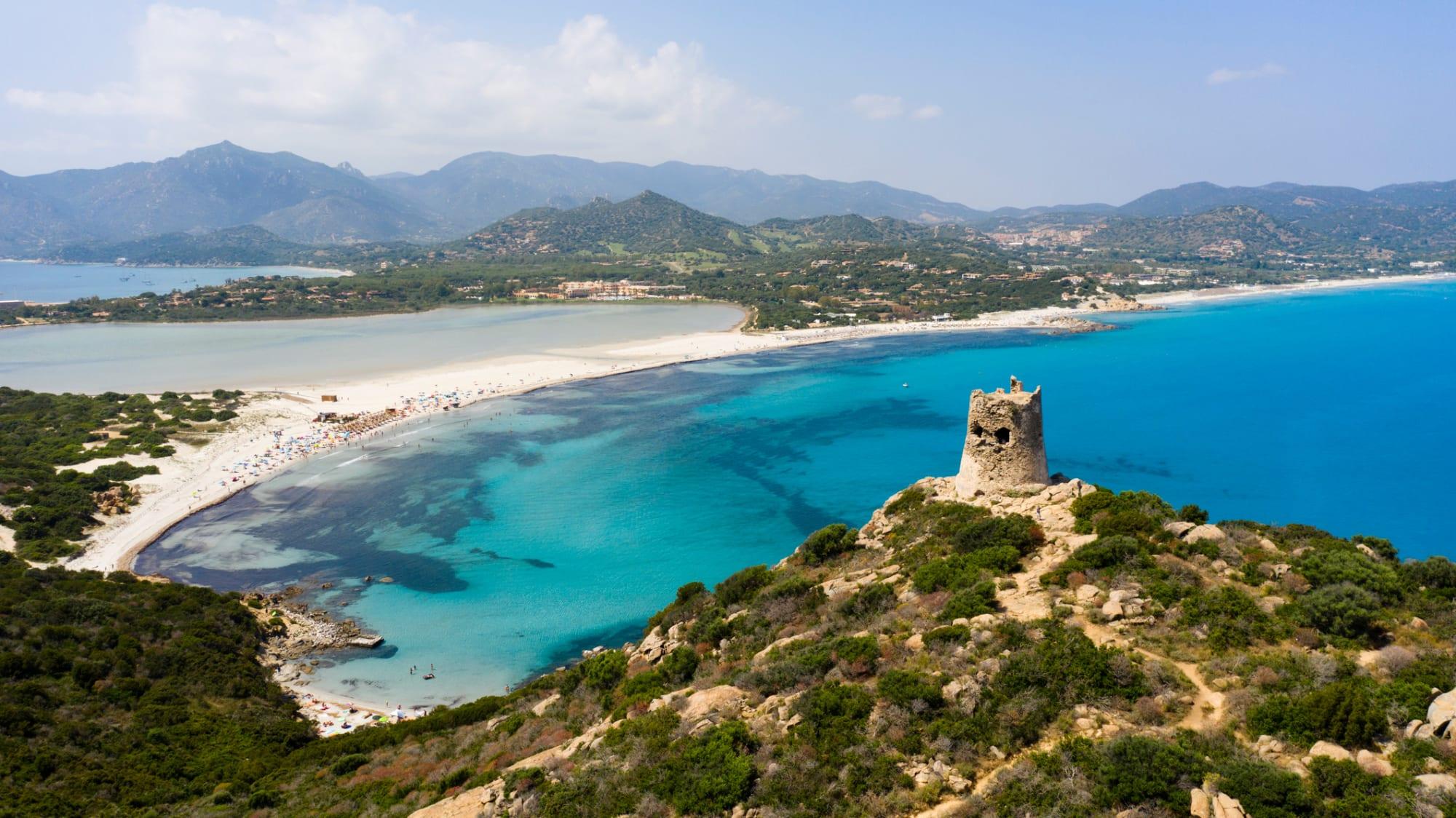 Türkises Wasser und weißer Sand in Sardinien in Porto Giunco