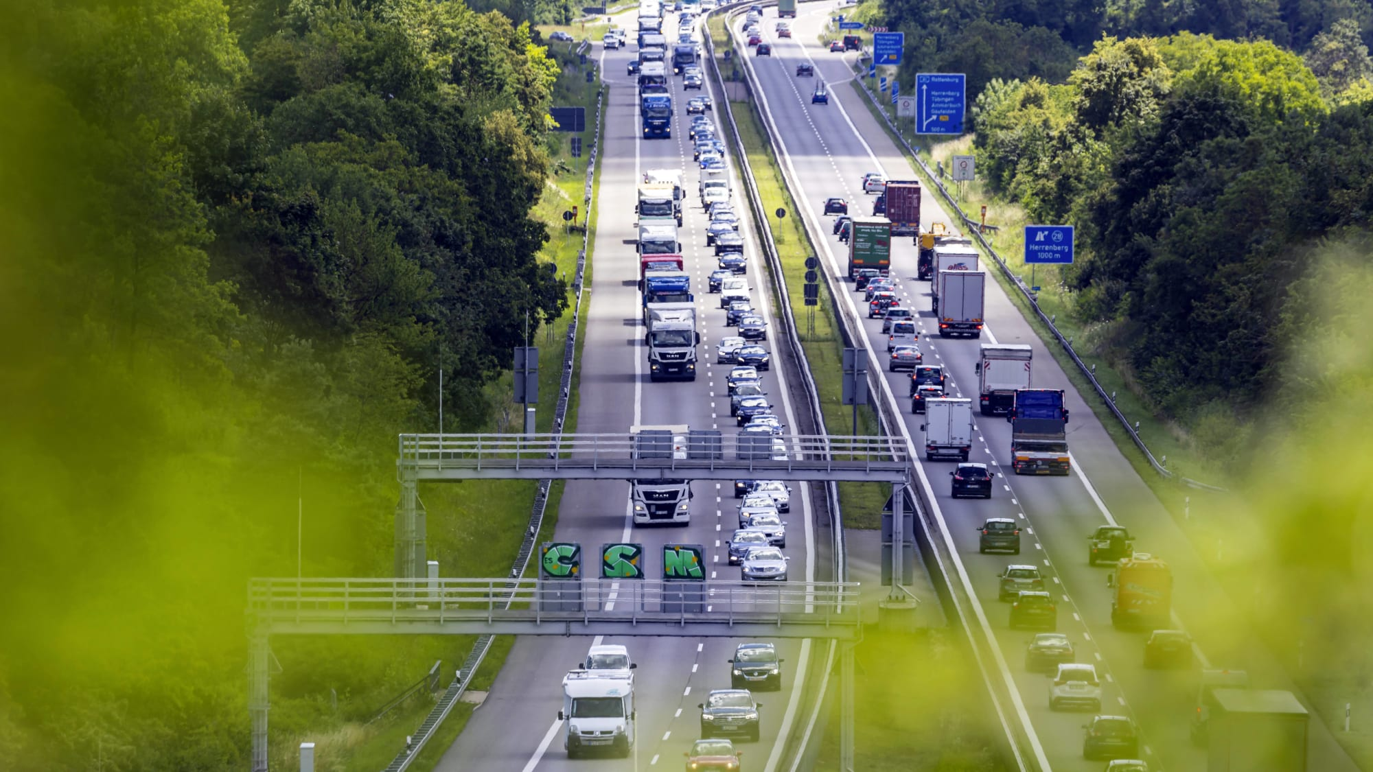 Dichter Verkehr auf der Autobahn A 81
