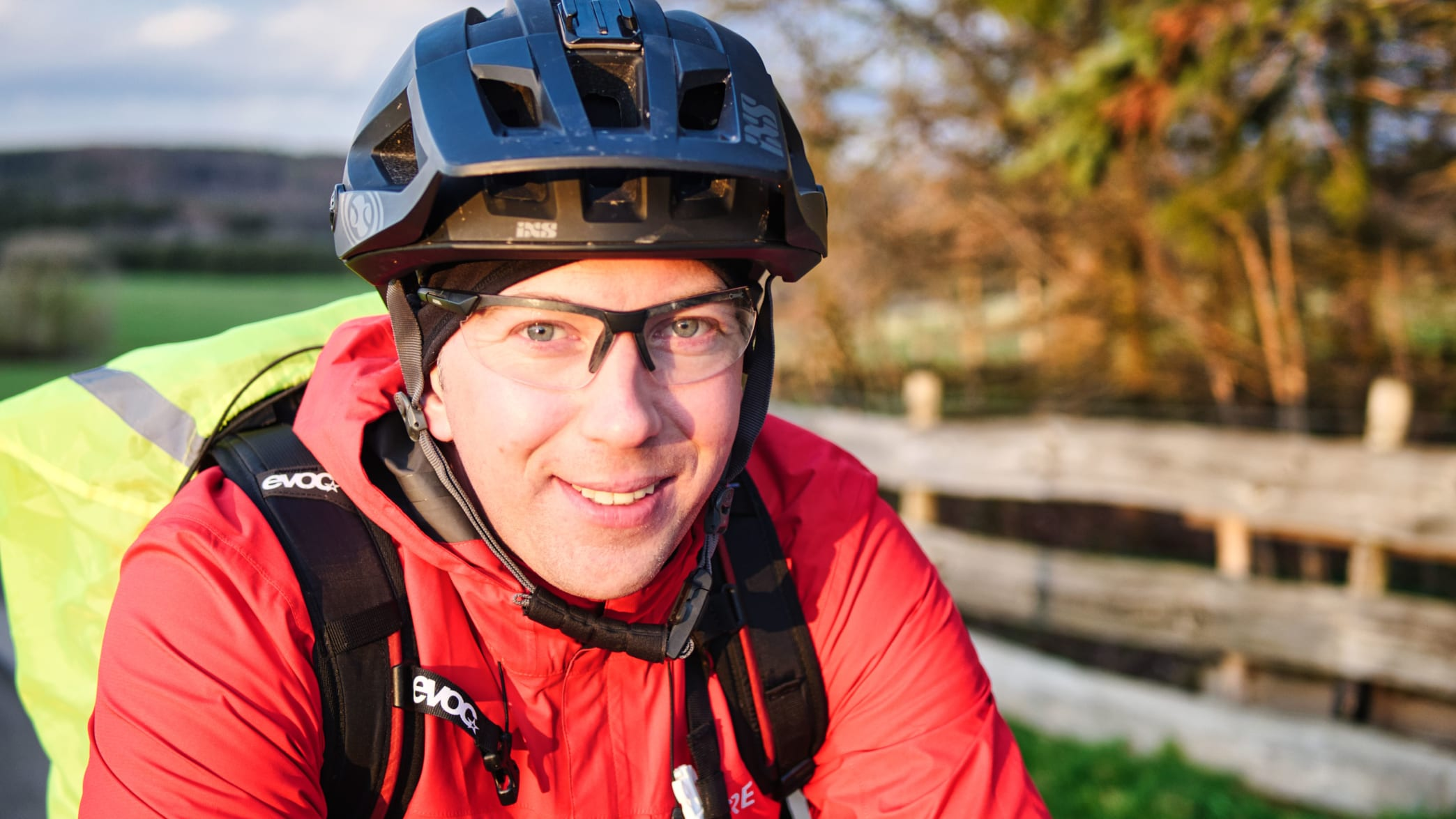 Radfahrer Matthes auf seinem täglichen Arbeitsweg bei Rheinbach in der Voreifel