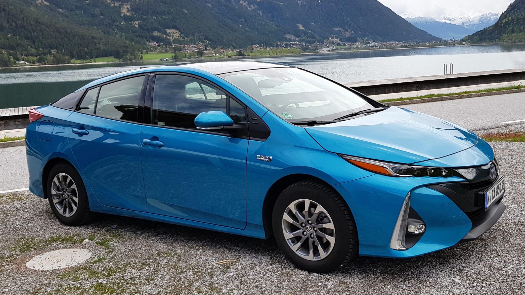 Seitenansicht des Toyota Prius Hybrid stehend