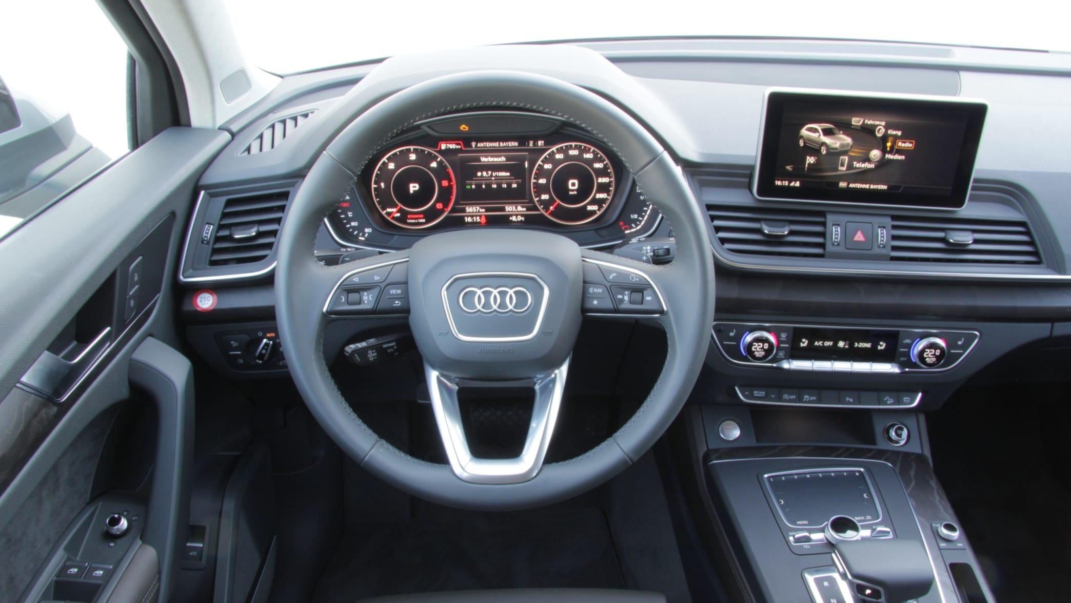 Cockpit eines Audi Q5