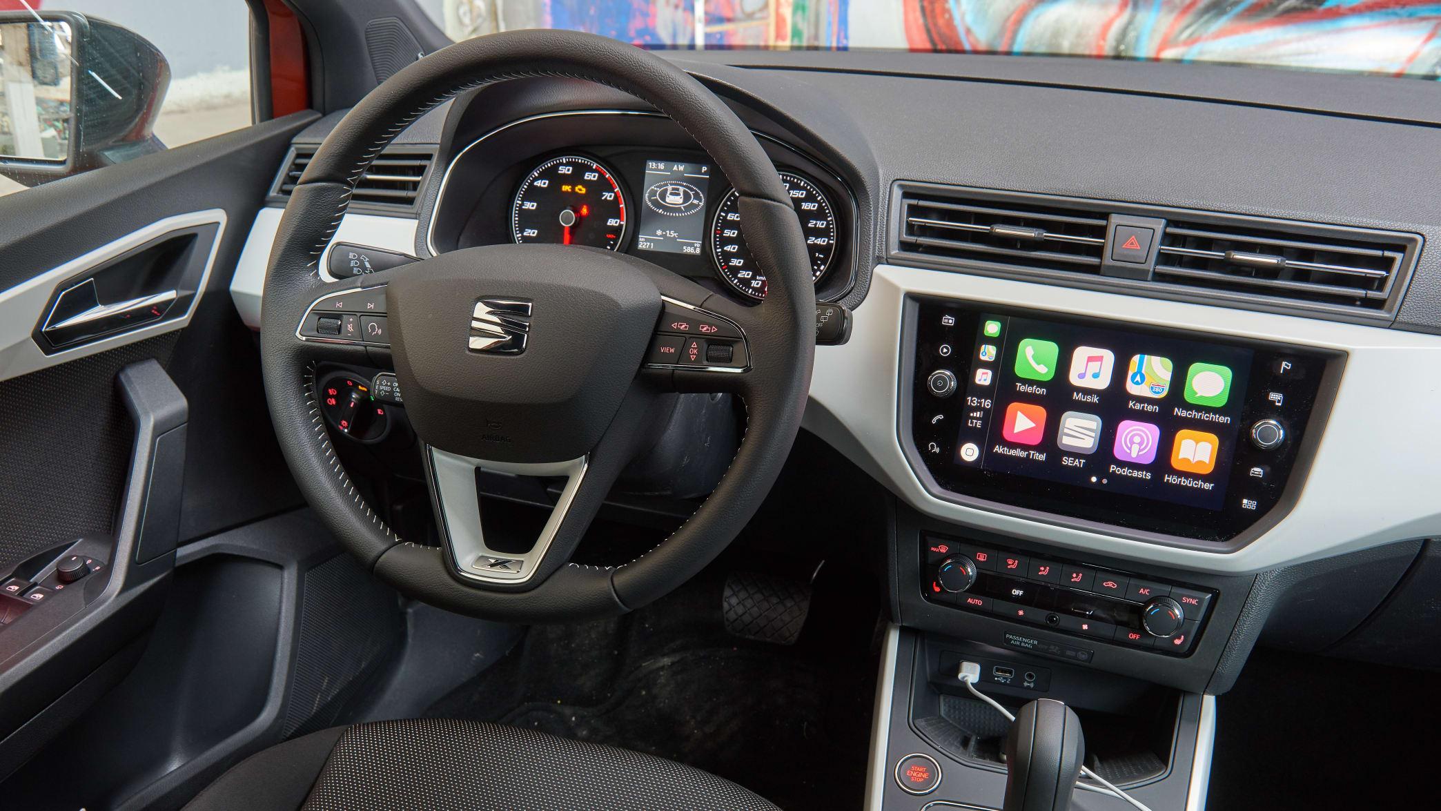 Cockpit eines Seat Arona
