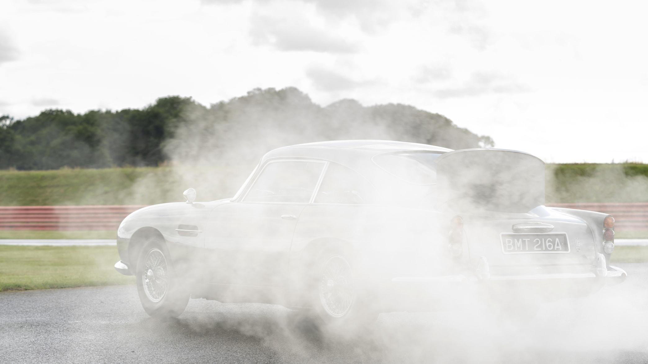 Der Aston Martin Goldfinger qualmt