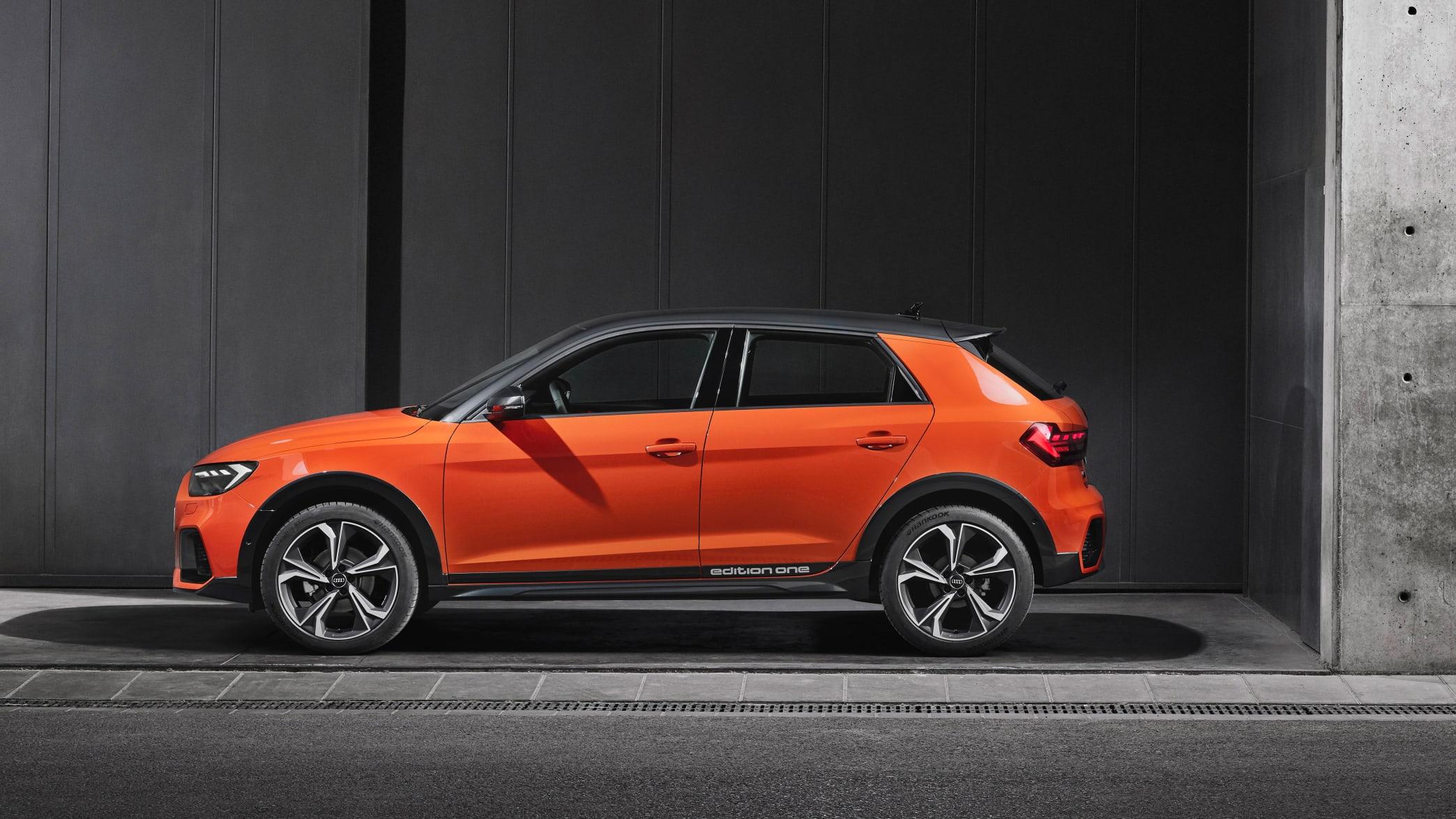 Audi A1 Citycarver stehend Seitenansicht in Orange
