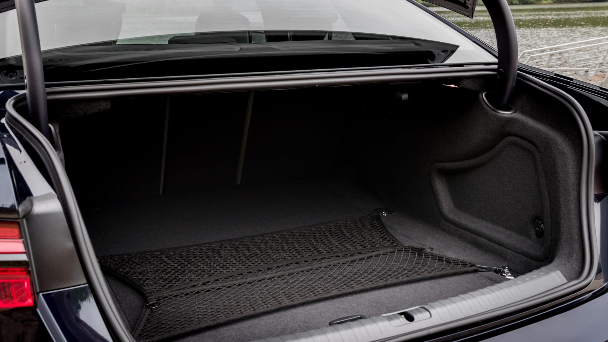 Kofferraum eines schwarzen Audi A6