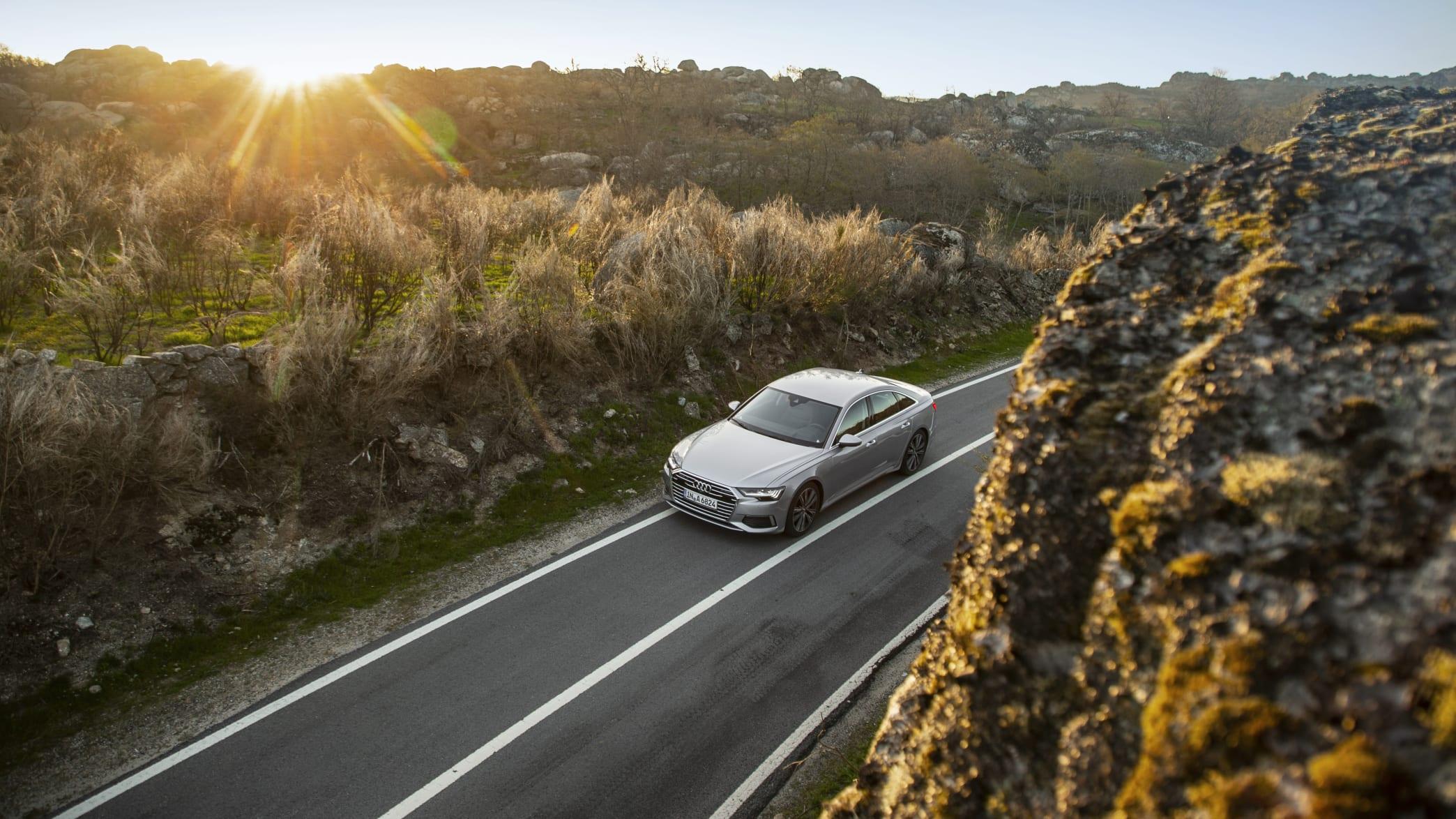 Audi A6 fahrend von oben
