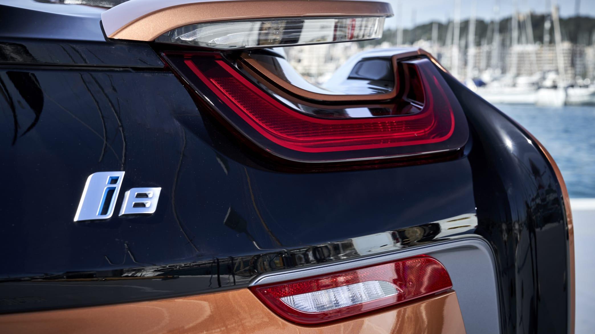 Detail des Rücklichts des BMW i8 Roadster