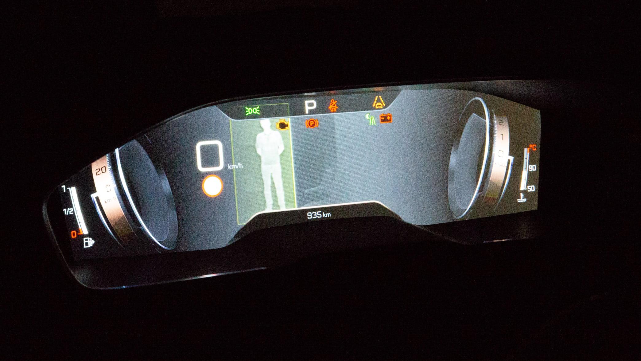 Display eines Peugeot 508 mit Night Vision