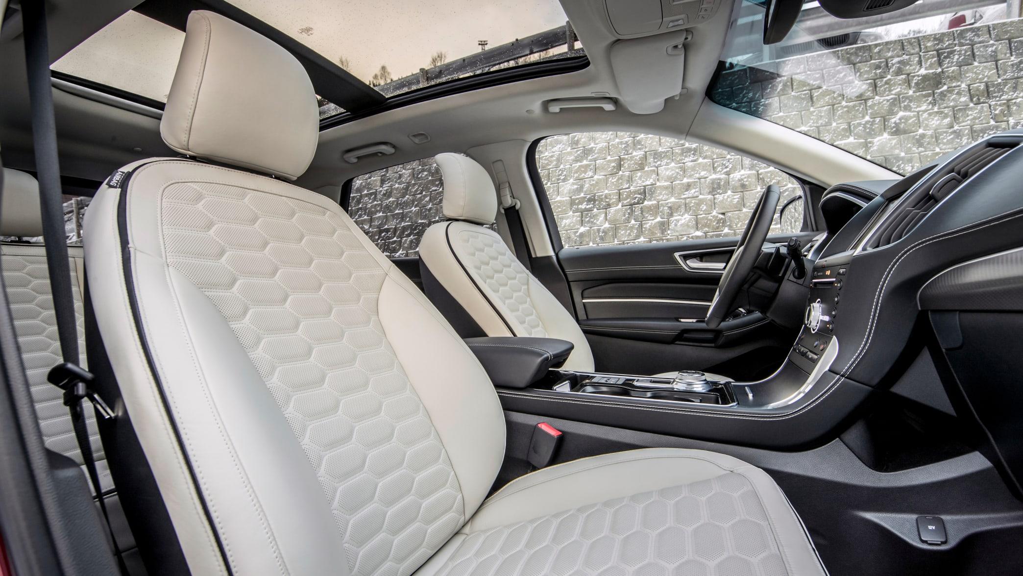 Cockpit eines Ford Edge 2019