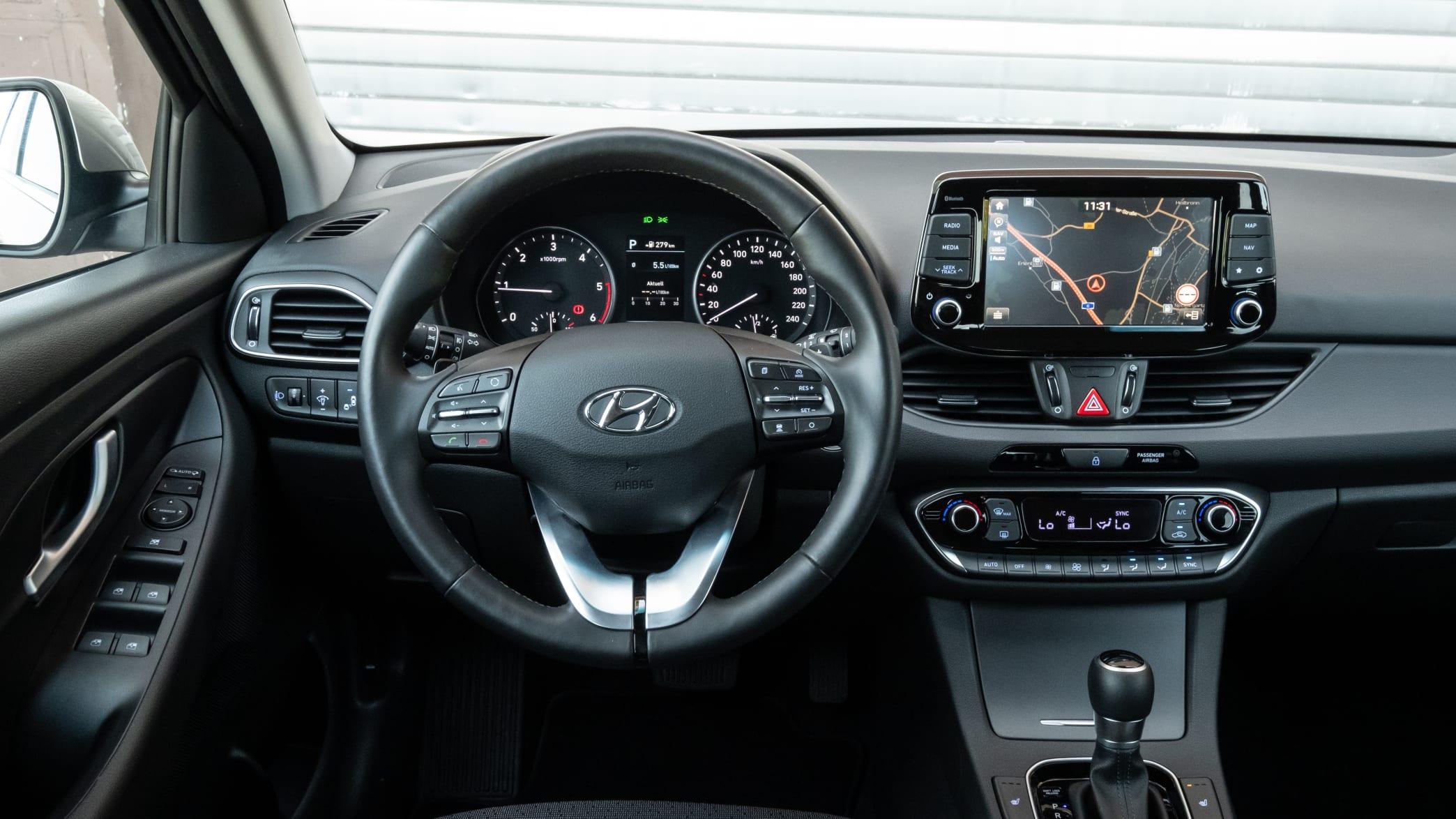 Blick auf das Cockpit des Hyundai i30