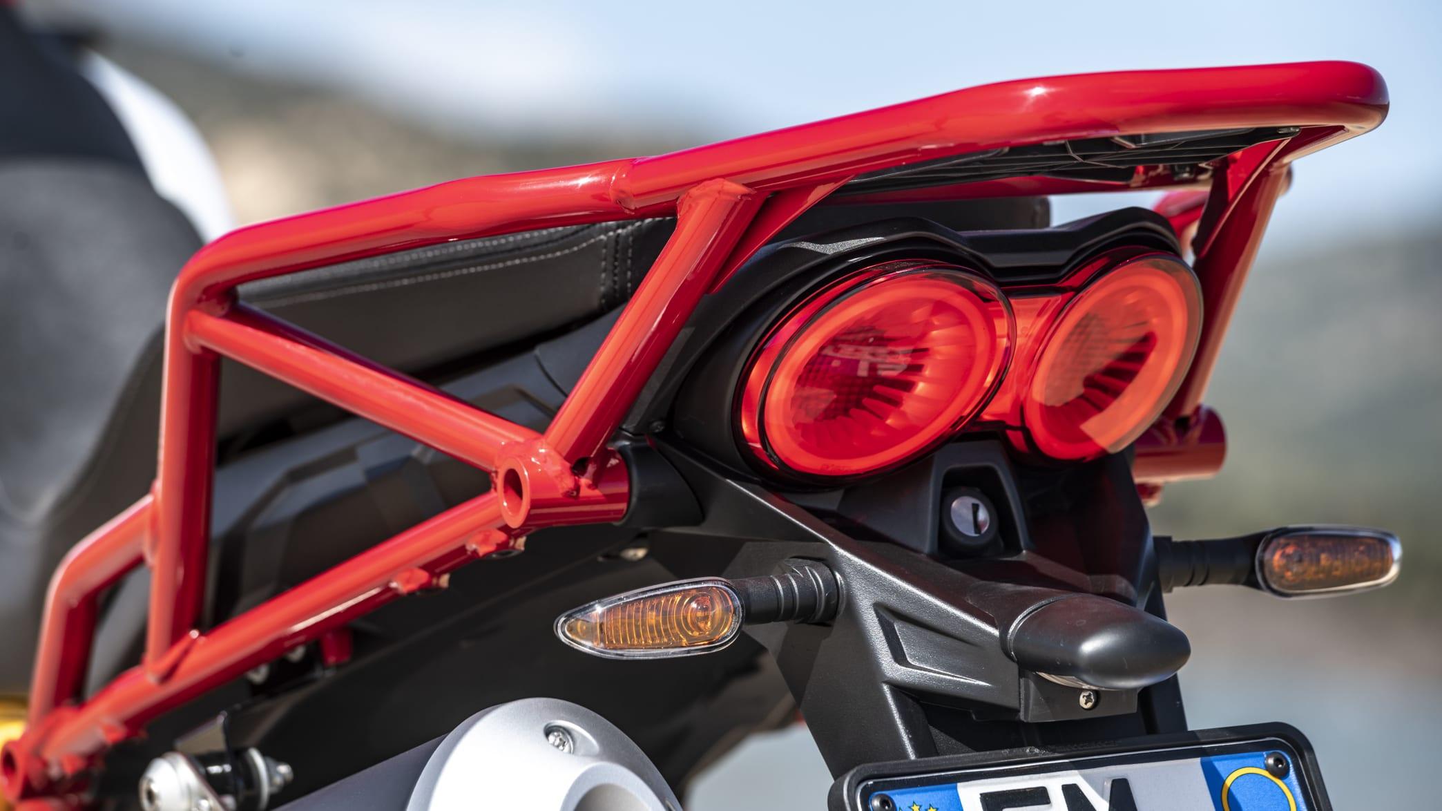 Moto Guzzi V85 TT Rücklicht