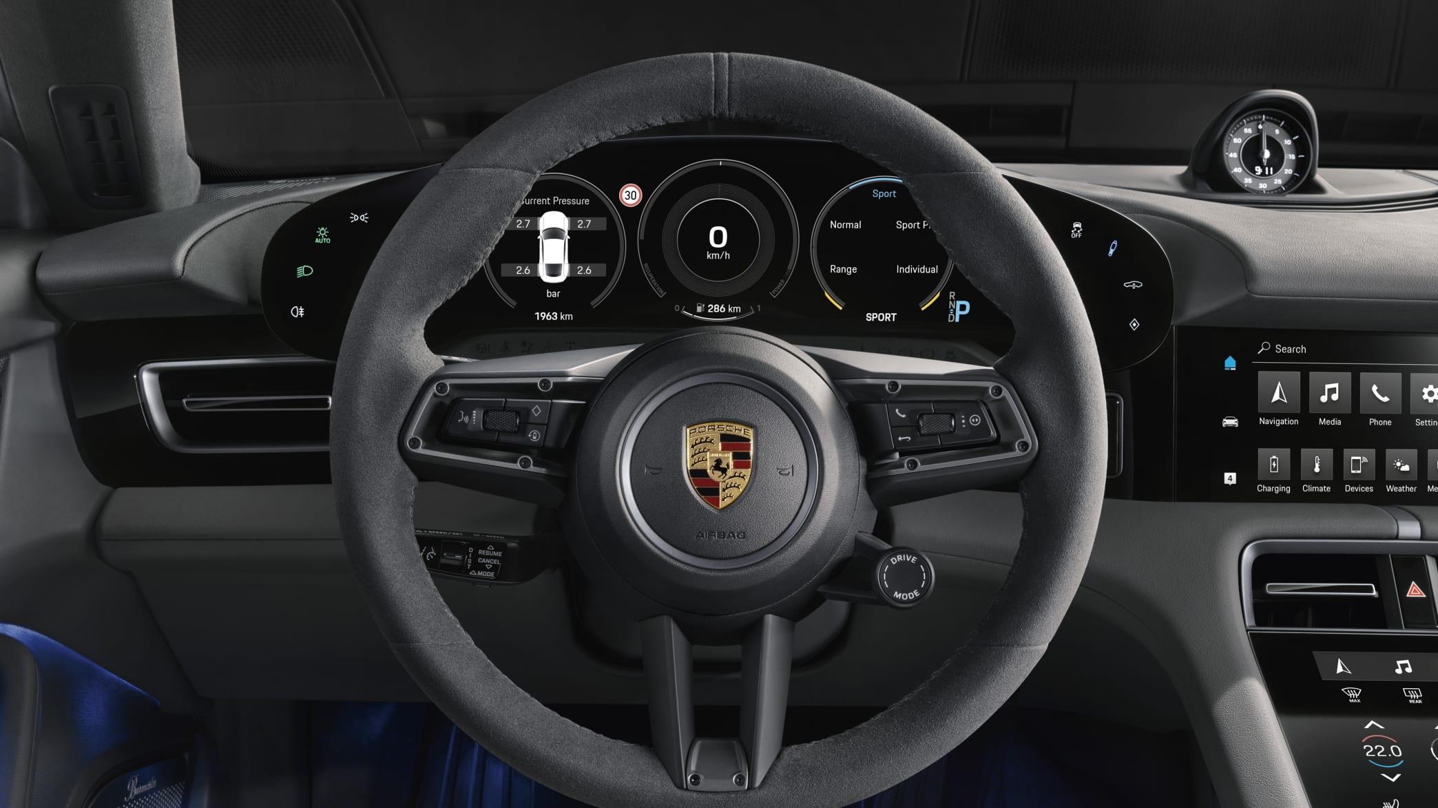 Blick auf das Cockpit des Porsche Turbo S mit Drive-Mode Schalter