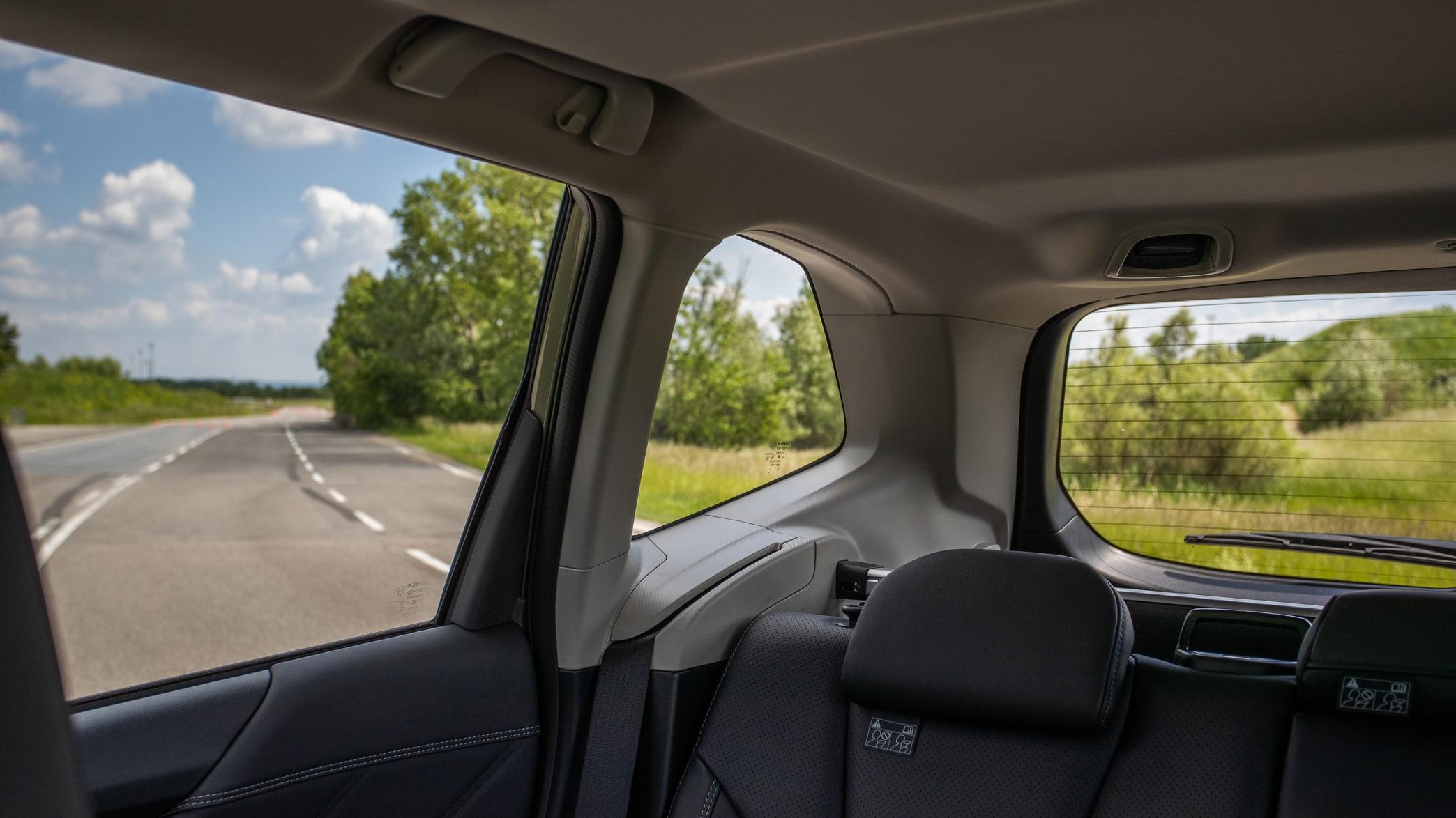 Blick auf das seitliche Heckfenster des Subaru Forester