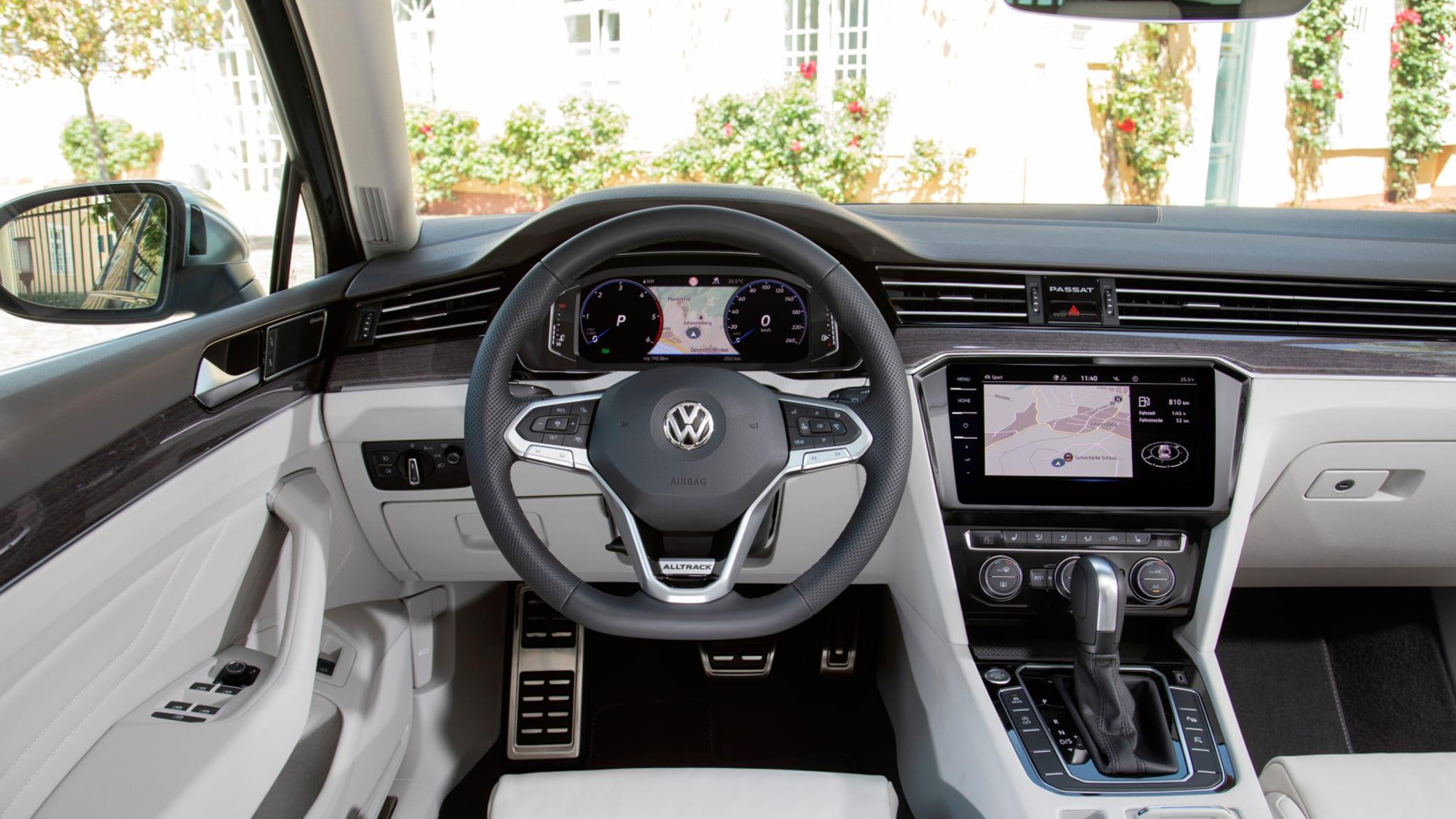 Cockpit eines VW Passat