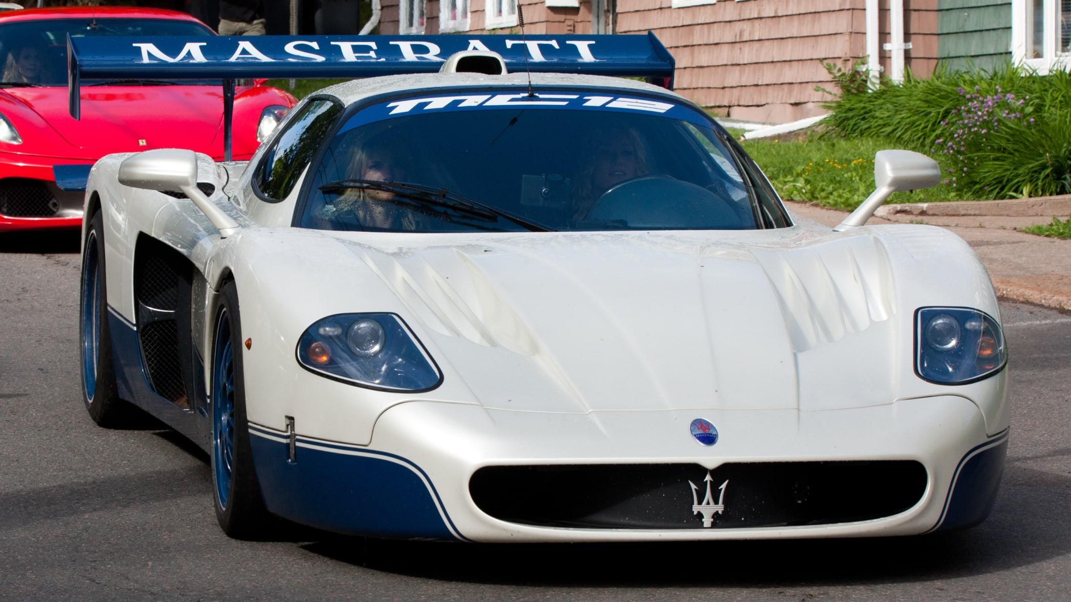 Maserati MC 12 fahrend von vorne
