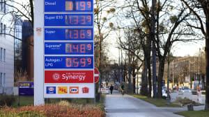 Benzin und Autogaspreise an einer Tankstelle