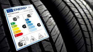 EU-Reifenlabel auf einem Reifen