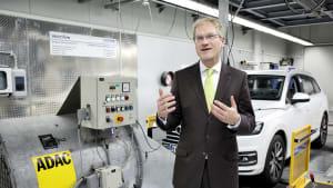ADAC Technikchef Dr. Reinhard Kolke beim Hardware Abgas-Test im Interview