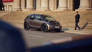 BMW i 3 steht auf der Strasse