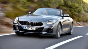 das BMW Z4 Model von 2018 von der Seite in Fahrt