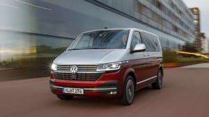 Der neue VW Bulli in Fahrt