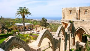 Das Bellapais Kloster in Kyrenia ist ein beliebte Sehenswürdigkeit bei Pauschaltouristen