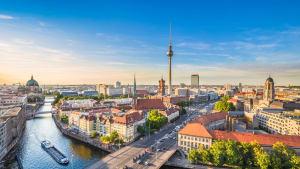 Abendlicht über der deutschen Hauptstadt Berlin