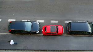 Parkende Autos aus der Vogelperspektive
