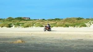 Crossfahrer am Strand bei Lökken
