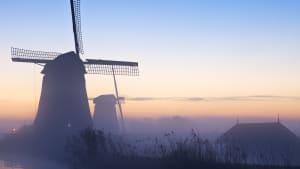 Windmühlen in den Niederlanden im Winter