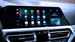 Display eines Autos mit vielen App Icons