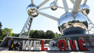 Der Eingang des Atomiums in Brüssel.
