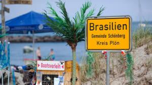 Ortsschild von Brasilien im Kreis Plön