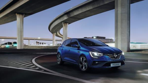 Renault Megane fahrend von der Seite