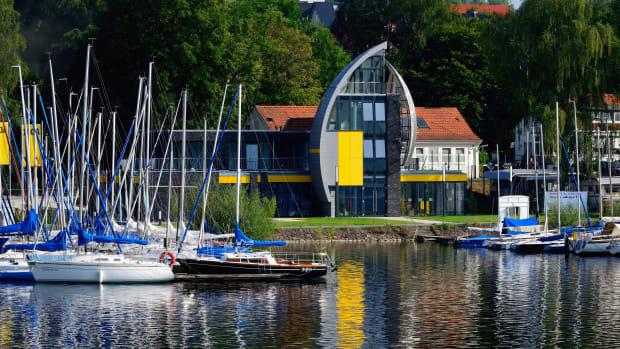 Das ADAC Freizeitzentrum Möhnesee mit Yachtschule, Campingplatz und Ferienwohnungen