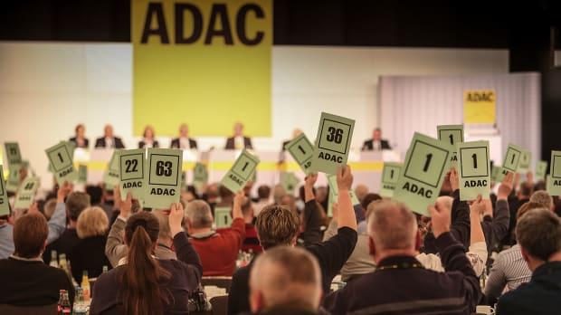 Abstimmung bei einer Mitgliederversammlung des ADAC Nordrhein