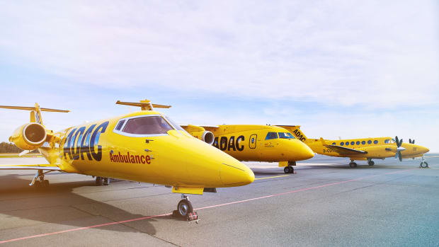 Drei Flugzeuge der Flotte des ADAC Ambulanz Service auf dem Flughafen