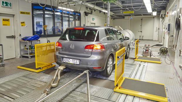 VW Golf TDI auf dem ADAC Prüfstand