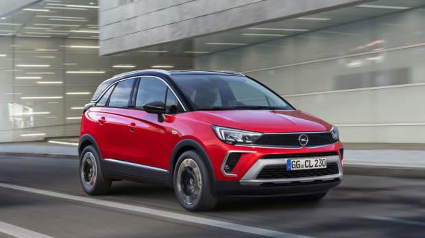 Der Opel Crossland in rot