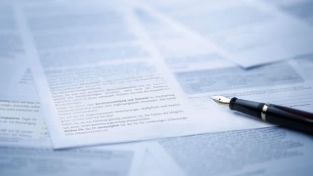 Ein Vertrag liegt zur Unterzeichnung bereit