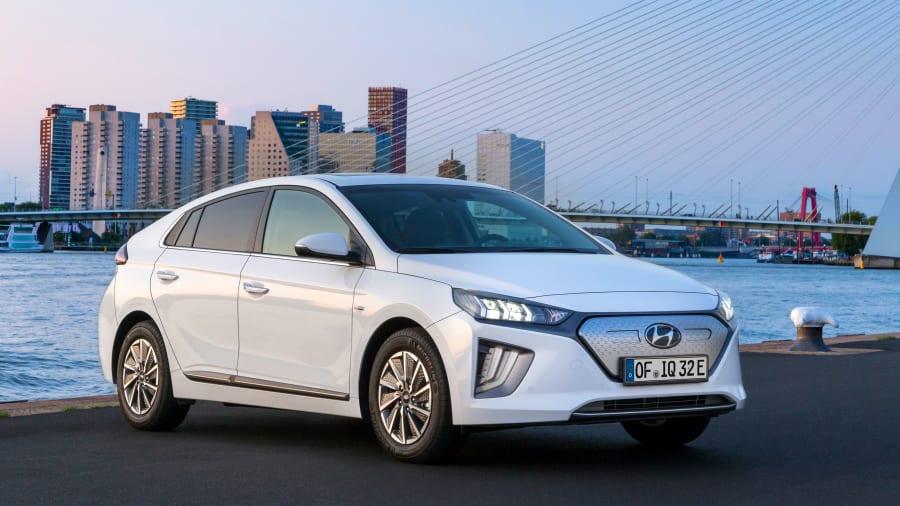 Hyundai Ioniq stehend