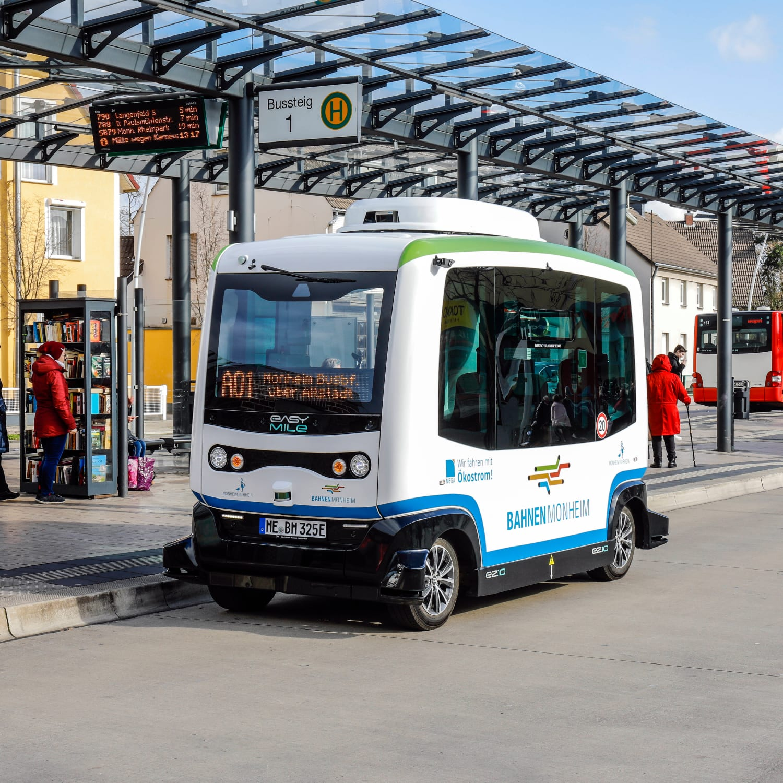 Elektromobilität: Selbstfahrender E-Bus startet Linienbetrieb in Monheim