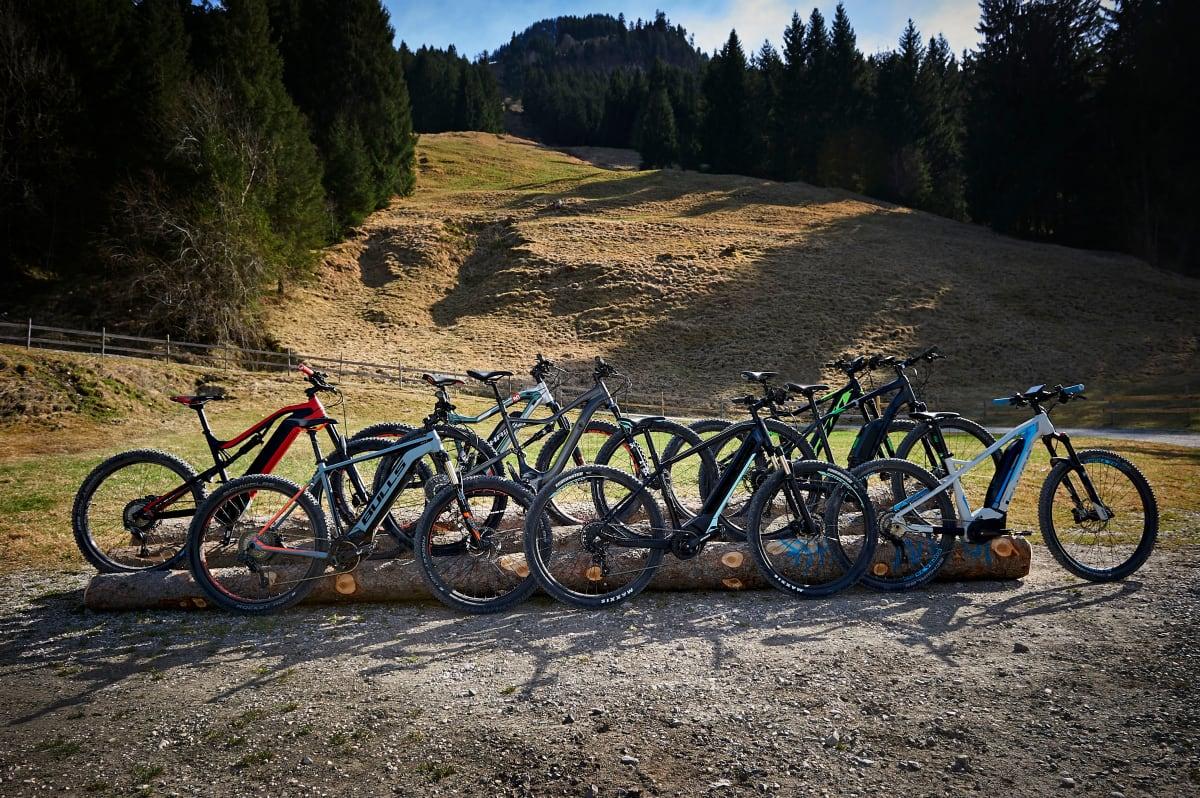 Aufmacher des e-Mountainbike-Vergleichtests 2018